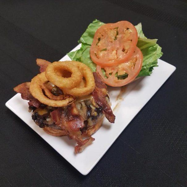 hirsch-creek-club-bar-grill-burger