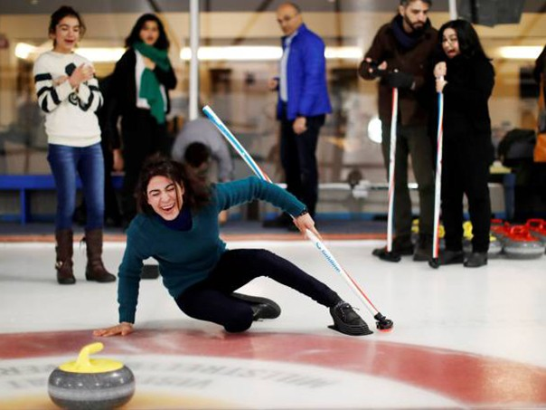 fun-at-curling-hirsch-creek-ice